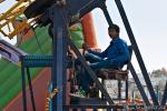 Karusellbetreiber - hier ist noch alles Handarbeit, Amritsar