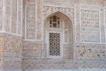 Die polierte Marmorfassade ist mit Steinintarsien (Pietra dura-Arbeiten) versehen - Itimad-ud-Daula, Agra