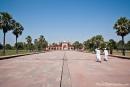 Im riesigen Mogulgarten des Akbar-Mausoleums