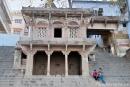 An einem Ghat in Varanasi