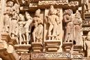 Figuren an der Außenfassade eines Tempels - Khajuraho