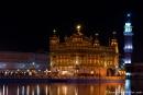 Nachts im Goldenen Tempel von Amritsar