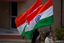 Patriotisch geht es bei der Grenzschließungszeremonie in Attari zu
