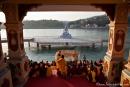 Abendliche Zeremonie der Ganga aarti (Gangesverehrung) des Parmarth Niketan, Rishikesh