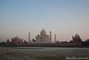 Das Taj Mahal vom anderen Ufer des Yamuna-Flusses, Agra
