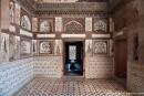 Gemalte Blumenmotive und bunte Steinmotive zieren das Innere des Mausoleums - Itimad-ud-Daula in Agra