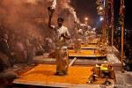 Priester feiern die Ganga-aarti - Varanasi
