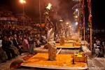Die abendliche Zeremonie der Ganga-aarti (Gangesverehrung) ist gut besucht