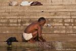 Auch Männer waschen ihre Sachen im Ganges - Varanasi