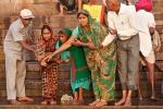 Ehre für einen Verstorbenen - Varanasi