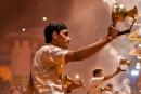 Glockengeläut, Weihrauch und Feuer bestimmen die Ganga-aarti - Varanasi
