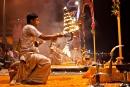 Feuer, Weihrauch und Glockengeläut bei der Ganga-aarti
