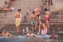 Morgendliches Bad im heiligen Gangeswasser - Varanasi