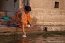Das Gangeswasser wird auch mitgenommen - Varanasi